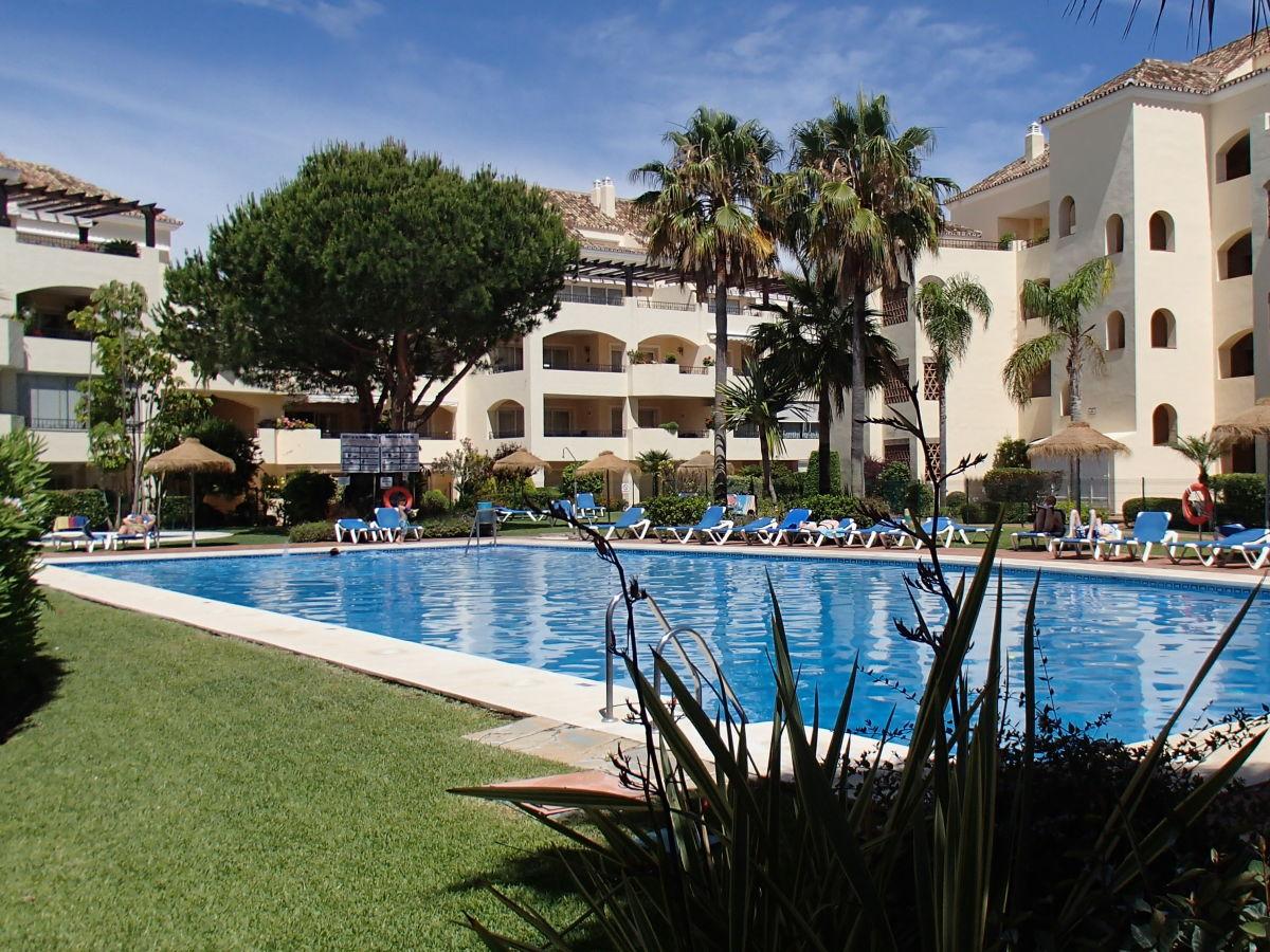 Ferienwohnung hacienda playa elviria marbella herr - Gartenanlage mit pool ...