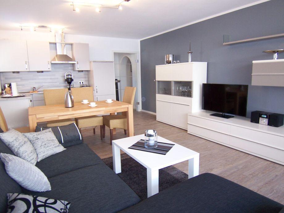Ferienwohnung Milan, Wohnraum mit Essplatz und Küche