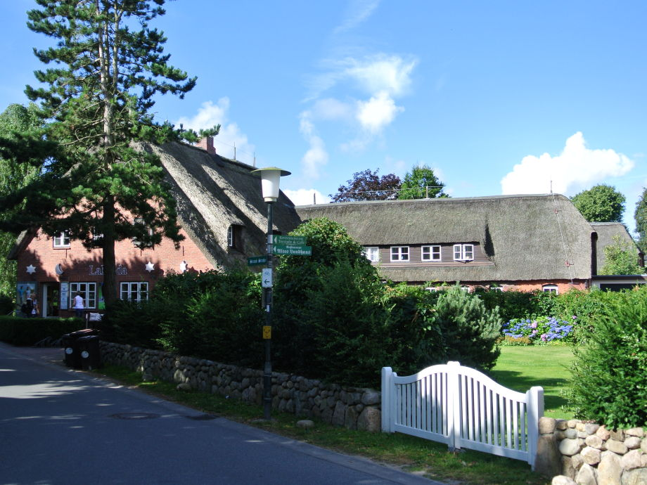 Außenaufnahme in village centre close to the sea