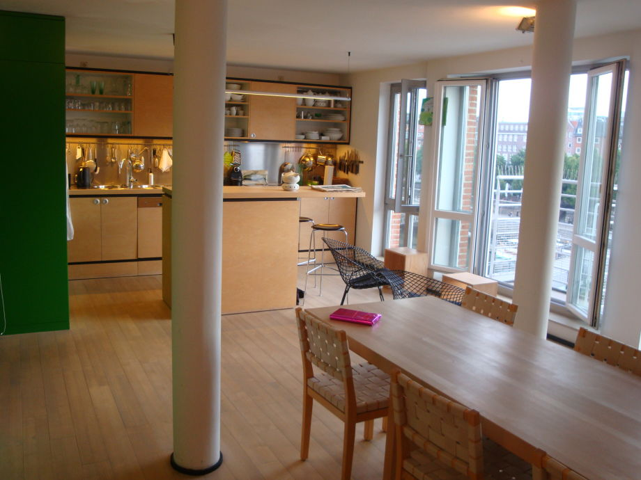 Esstisch, Küche, Fensterfront zur Weser und Altstadt