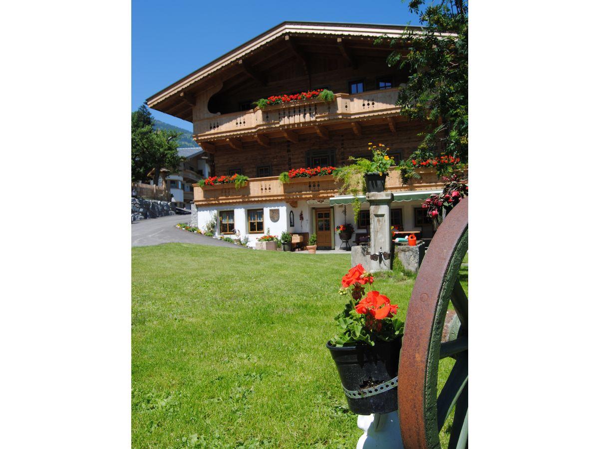 Ferienwohnung innerummerland hippach im zillertal for Haus mit garten