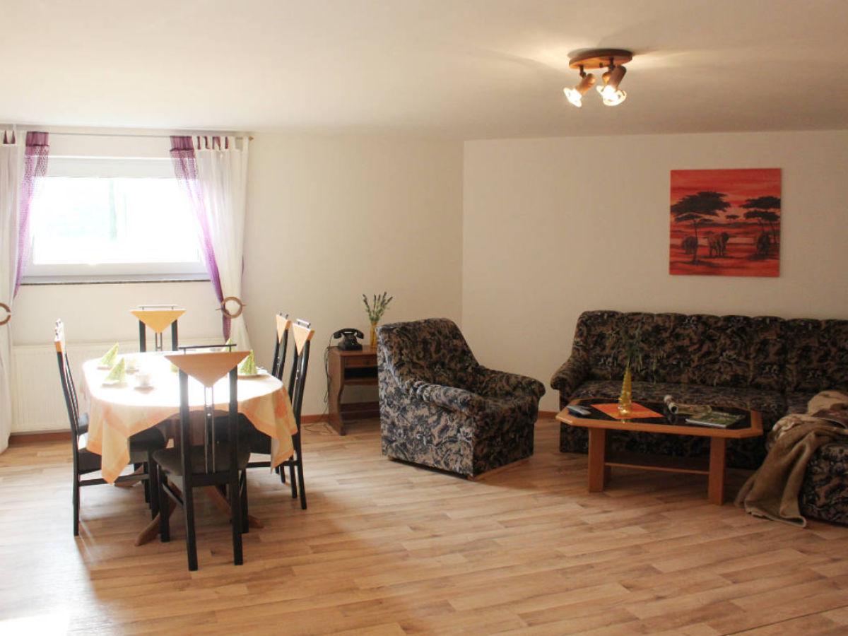 Riesiges wohnzimmer for Wohnzimmer mit esstisch