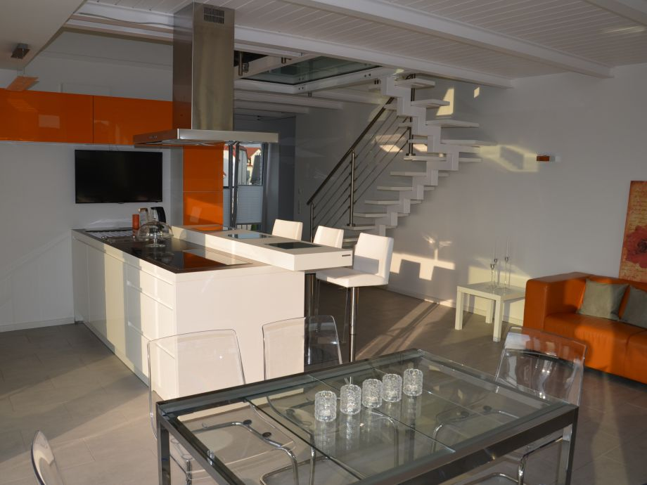 kitchen with counter and dining room