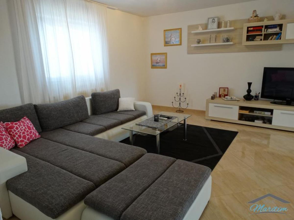 ferienwohnung zara porec istrien firma haus maritim frau natascha vasilj. Black Bedroom Furniture Sets. Home Design Ideas