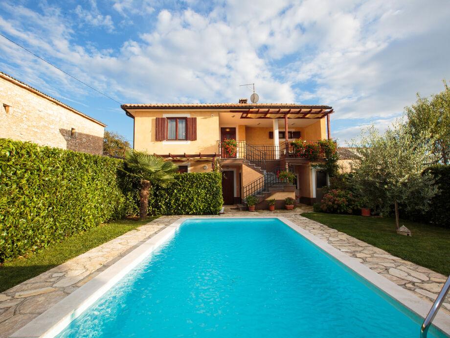 Villa Leon mit Pool