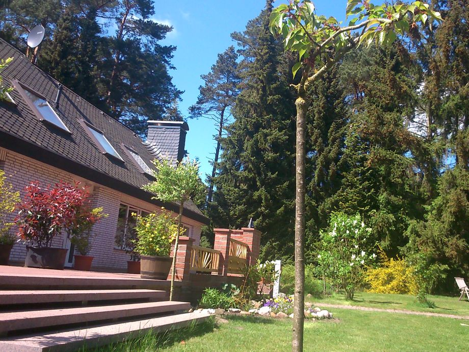 Viel Platz gibt es im idyllischen Garten mitten im Wald