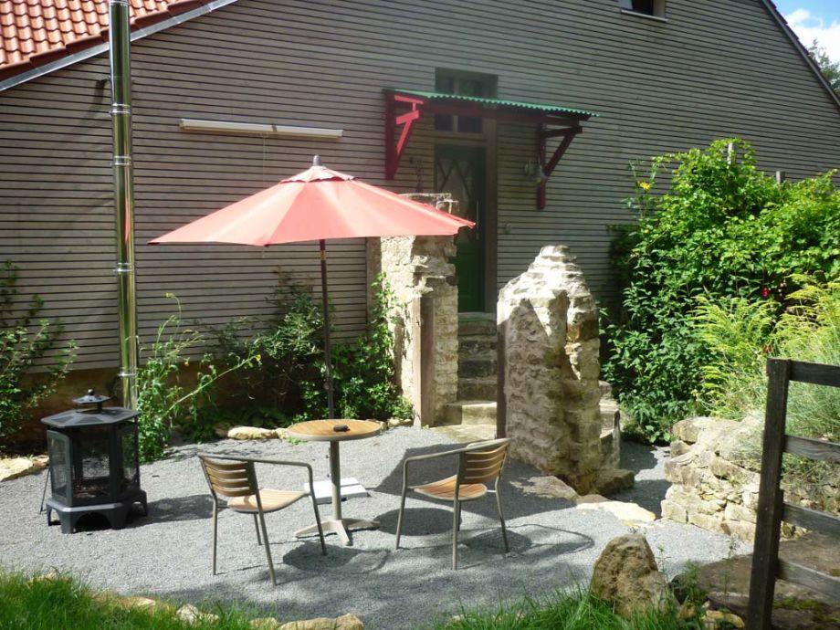 Terrasse und Eingang der Ferienwohnung