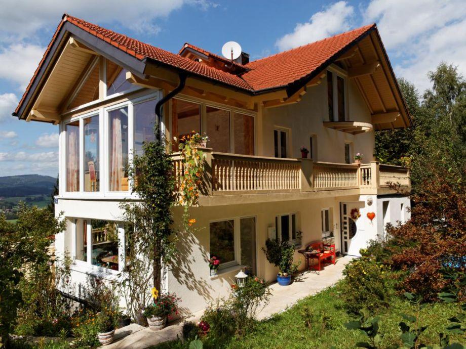 Ferienhaus im Sommer mit Wintergartenapartment ROMANTIC