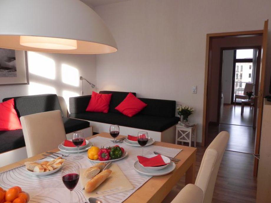 Wohnbereich mit Esstisch für 6 Personen