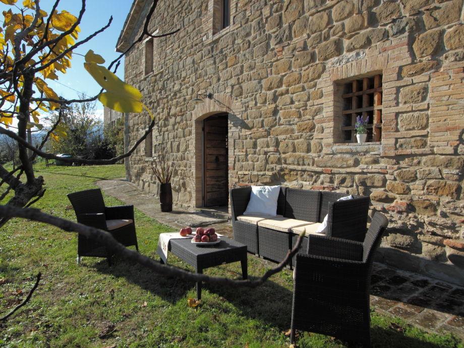 Garten und Eingang der Villa.