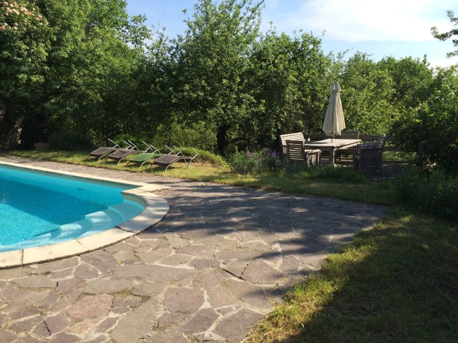 pool, terras in the orchard