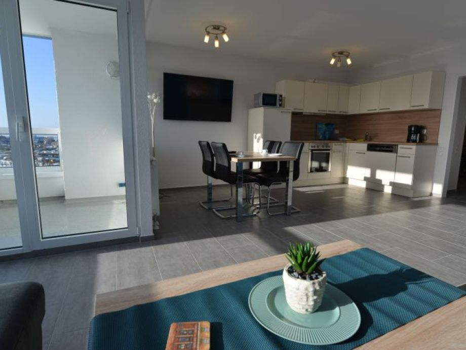 Wohnzimmer mit Südbalkon und Seesicht