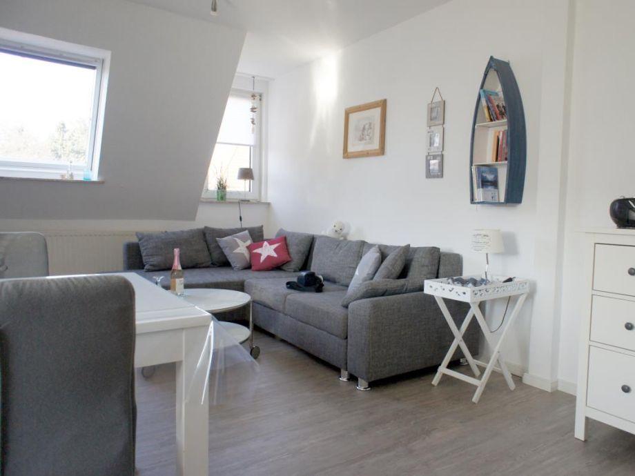 Großer Wohnraum mit Doppelschlafcouch