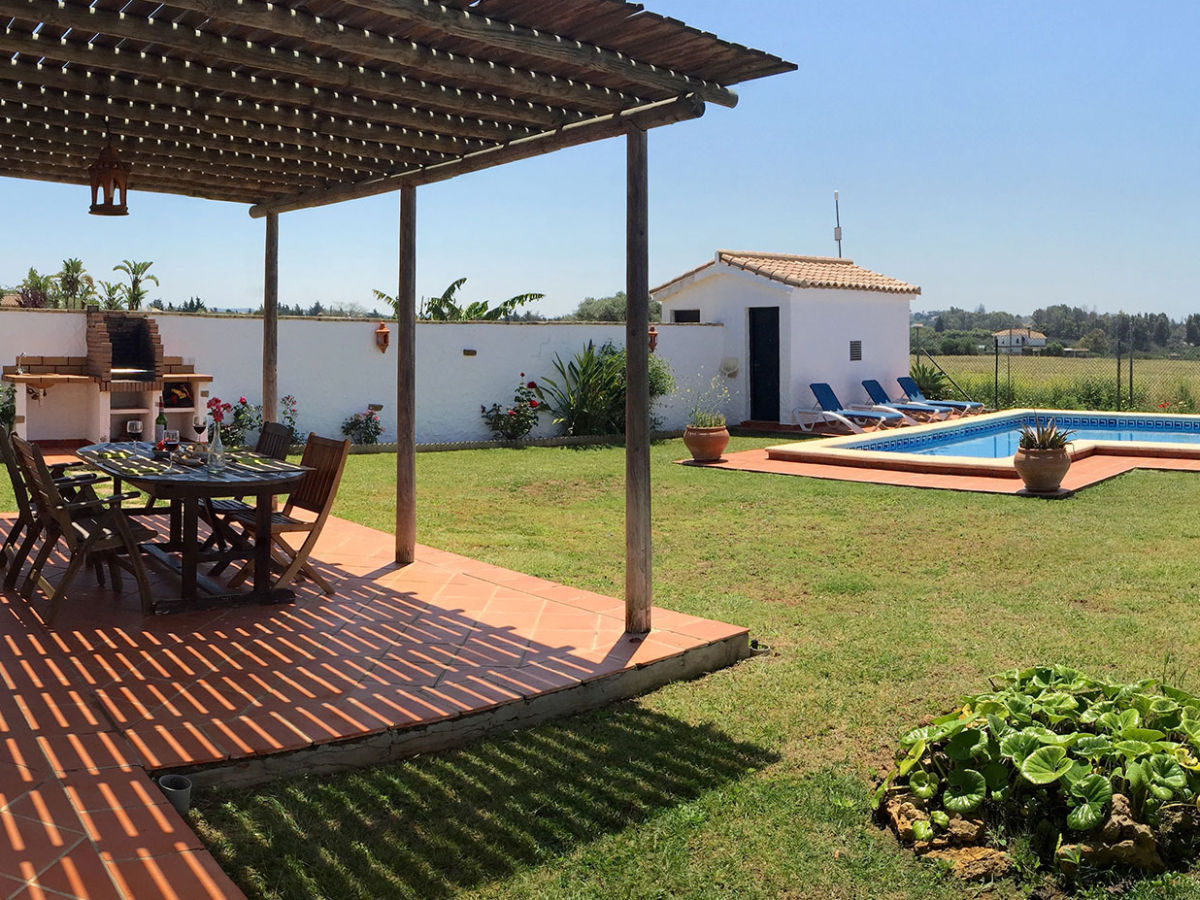 Villa gitanilla conil de la frontera firma consulting y for Terrace plants