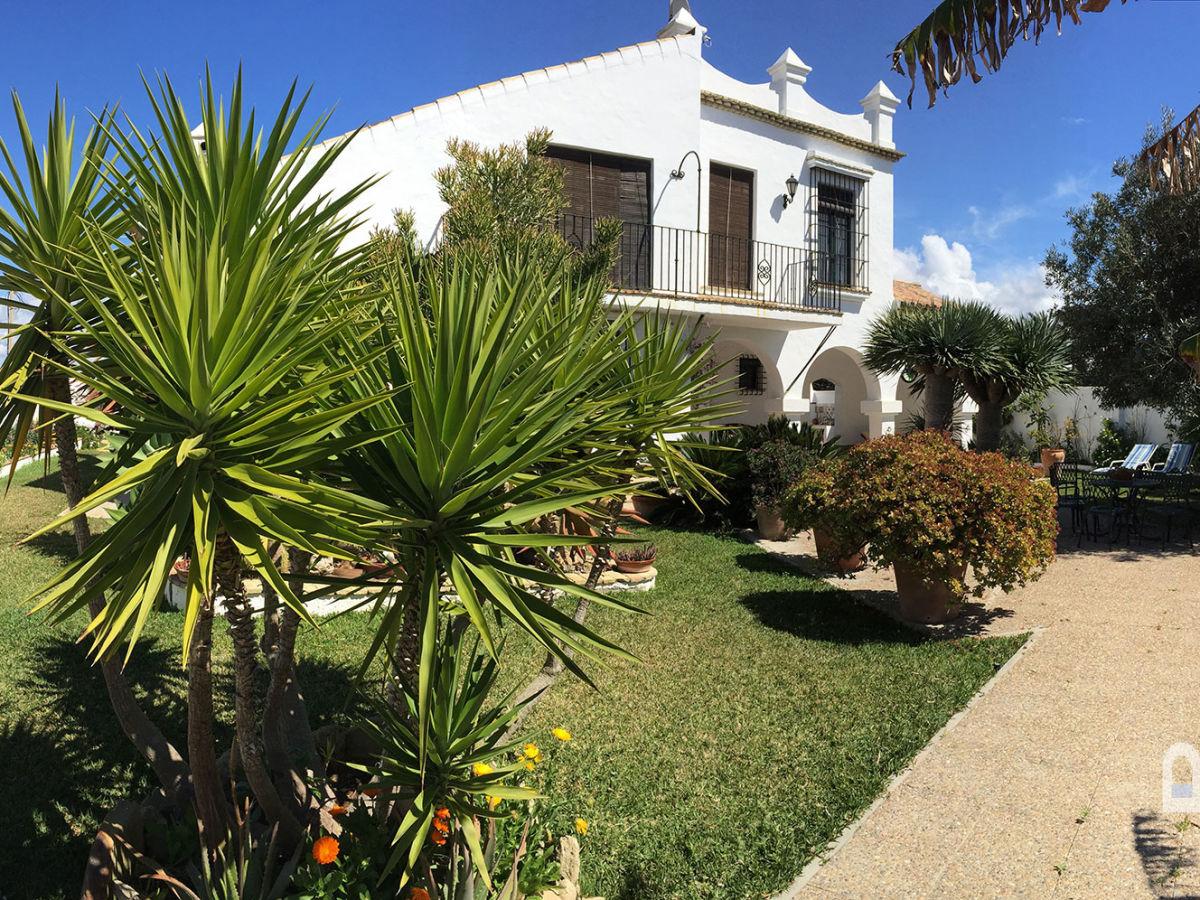 Villa castillo vejer el palmar firma consulting y for Haus mit garten