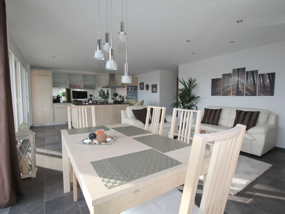 Awesome Topmodernes Wohnzimmer Mit Echtledersofa Und Luxusküche Good Ideas