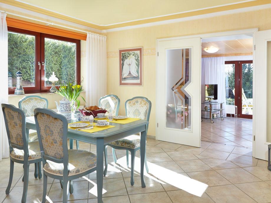 Esszimmer zum Wohnzimmer und Terrasse
