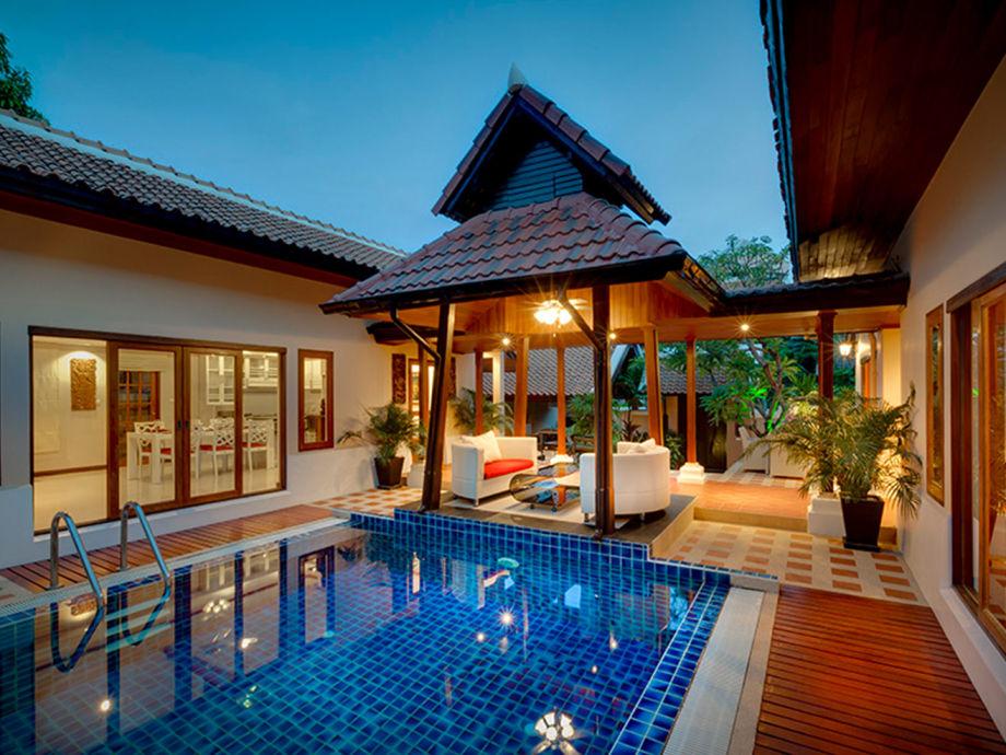 Pool und Lounge