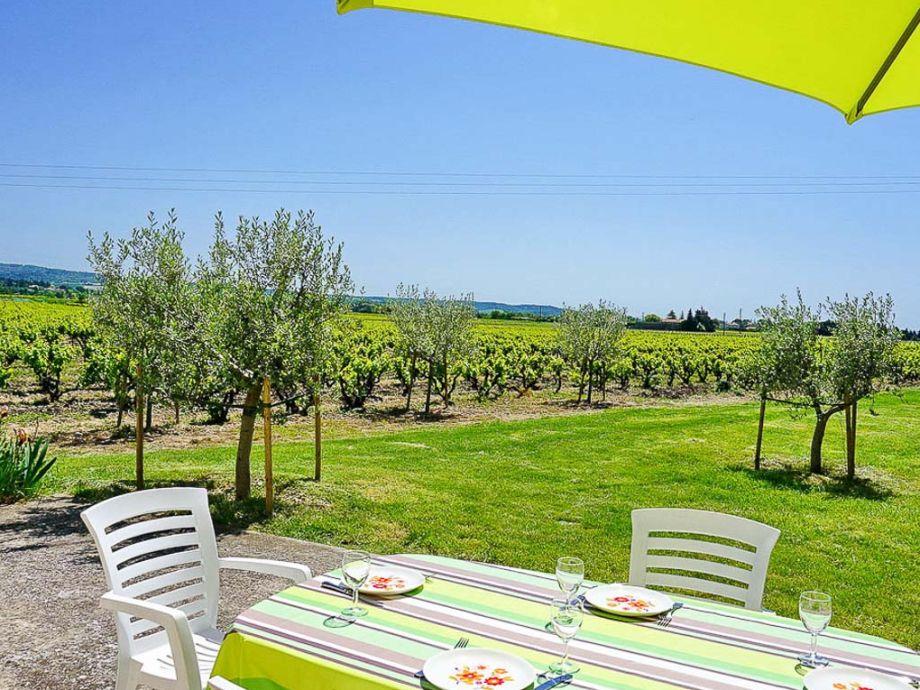 Blick von der Terrasse am Ferienhaus in der Provence