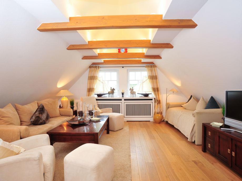 Wohnzimmer mit Schlafcoauch