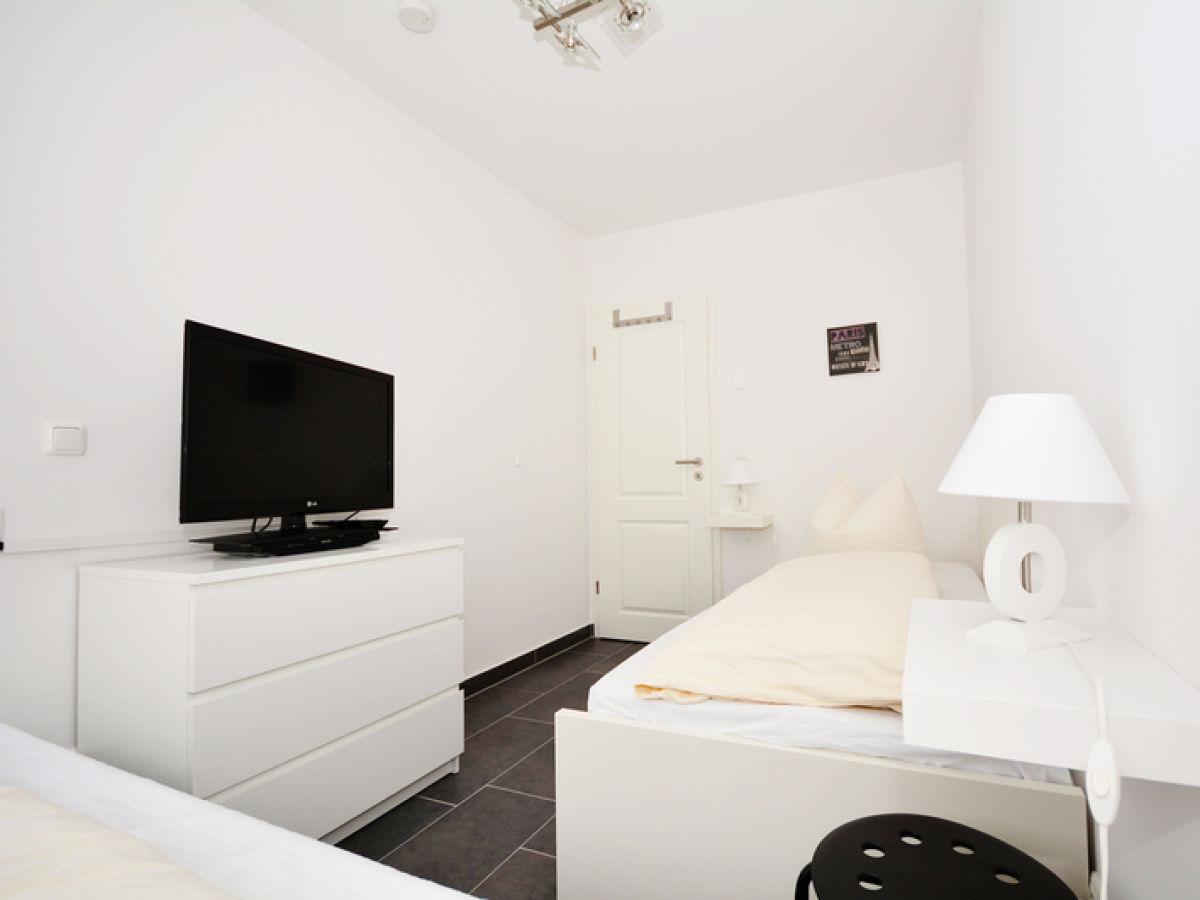 kleiderschrank mit fernseher kleiderschrank mit fernseher inselhus harriersand wei er. Black Bedroom Furniture Sets. Home Design Ideas
