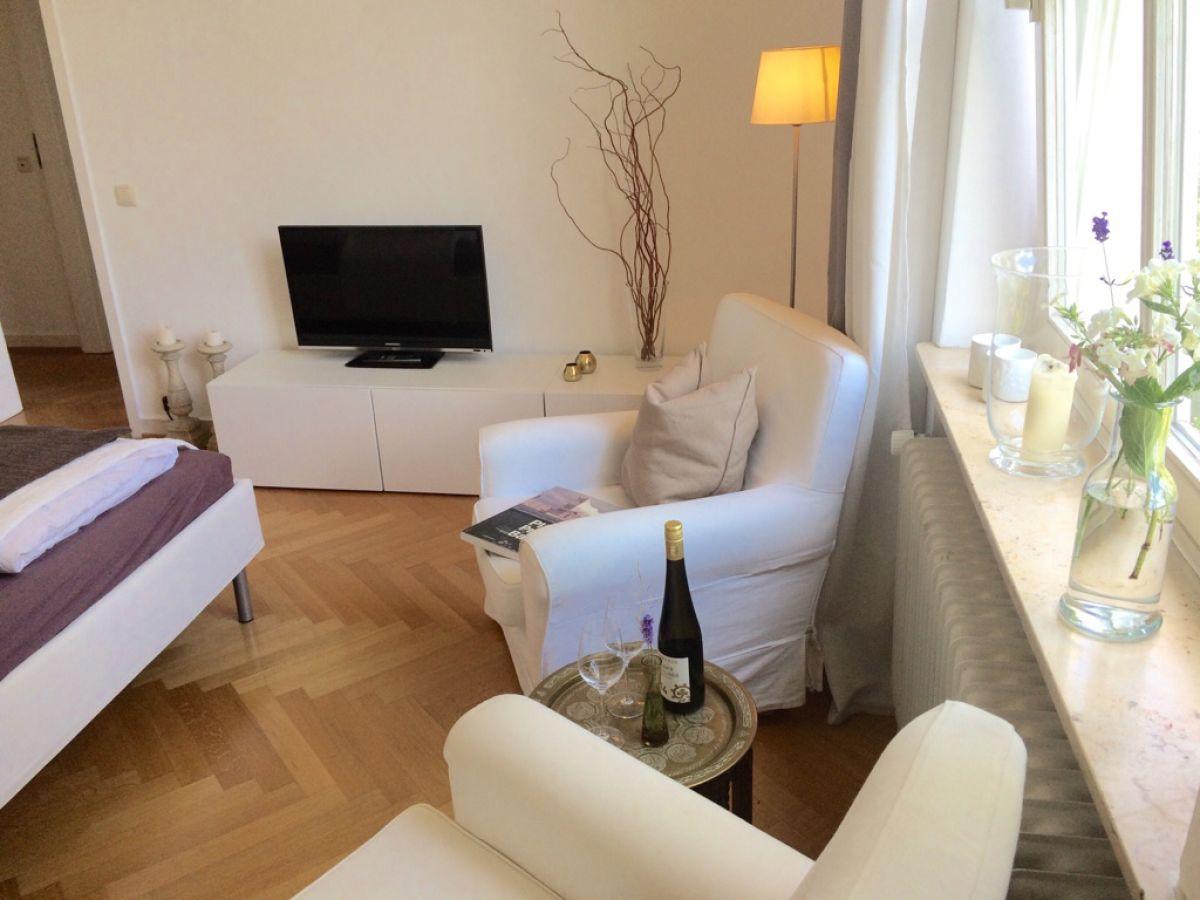 apartment ahoi in charmanter gr nderzeit stadtvilla hamburg hoheluft eimsb ttel frau mulay. Black Bedroom Furniture Sets. Home Design Ideas