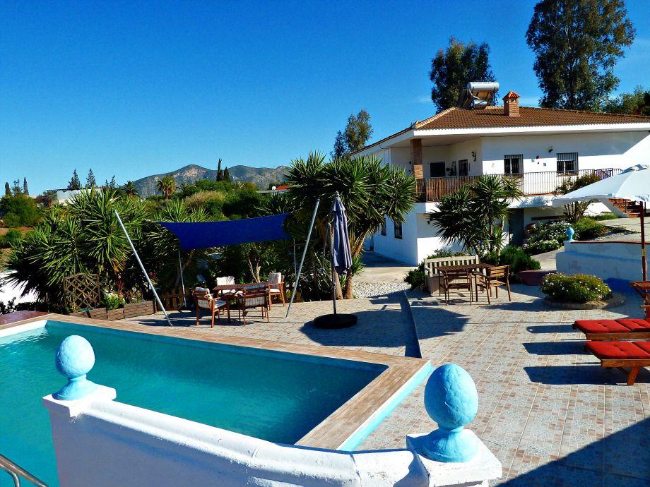 Pool mit Blick zur Ferienwohnung