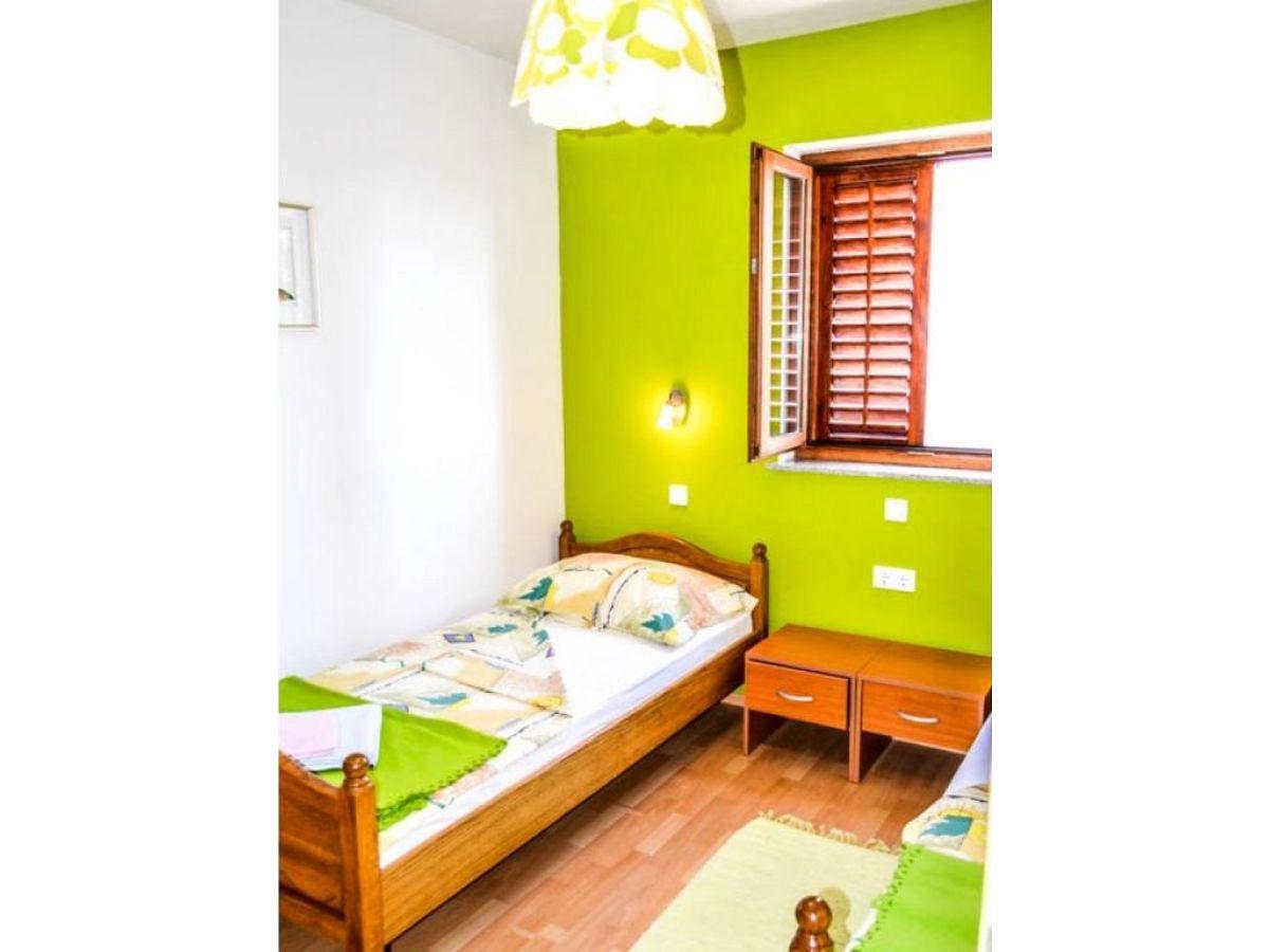 ferienwohnung zlata insel krk njivice frau nina peric. Black Bedroom Furniture Sets. Home Design Ideas