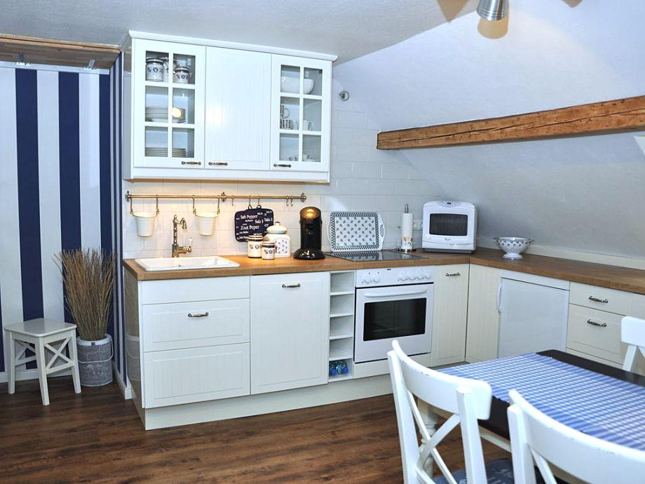 Küche mit Geschirrspülmaschine