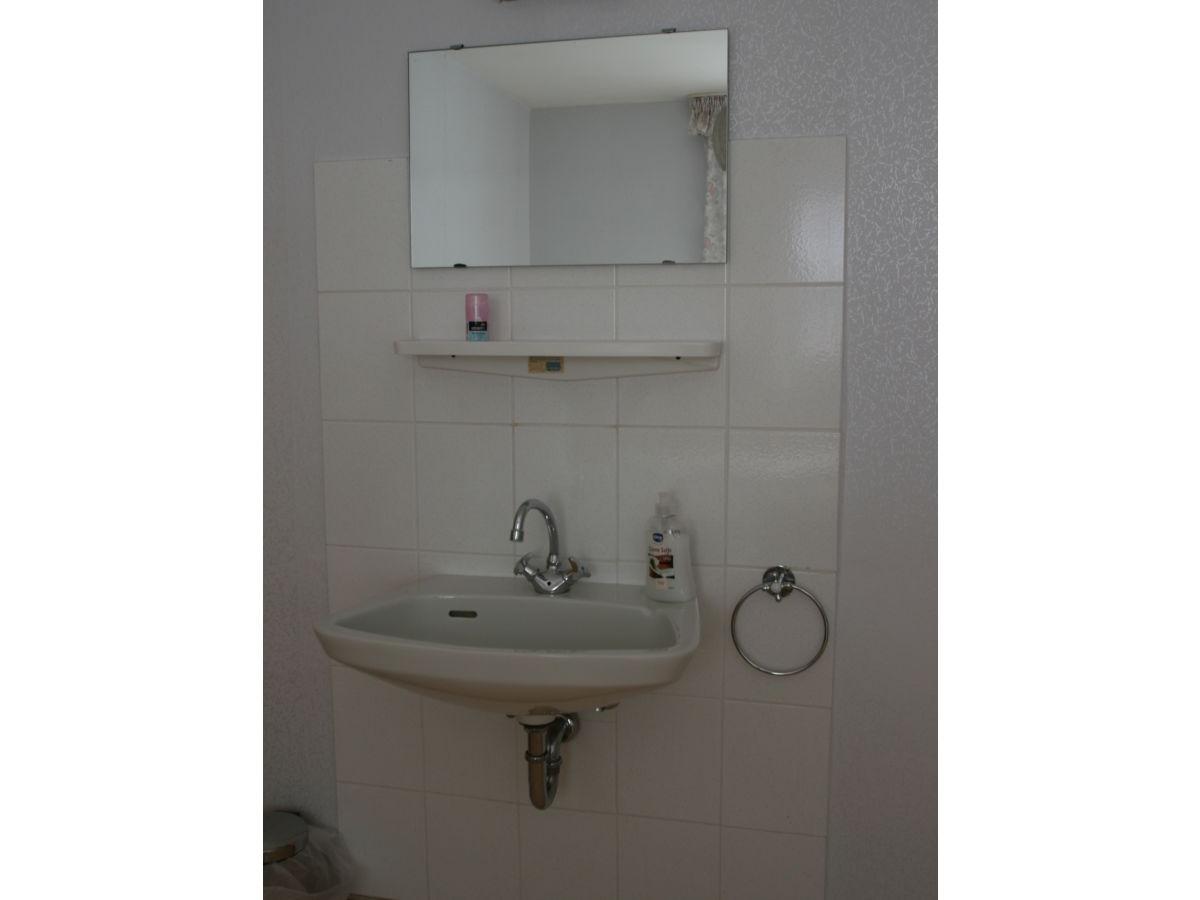 ferienzimmer in der anlage am moselufer 54536 kr v. Black Bedroom Furniture Sets. Home Design Ideas