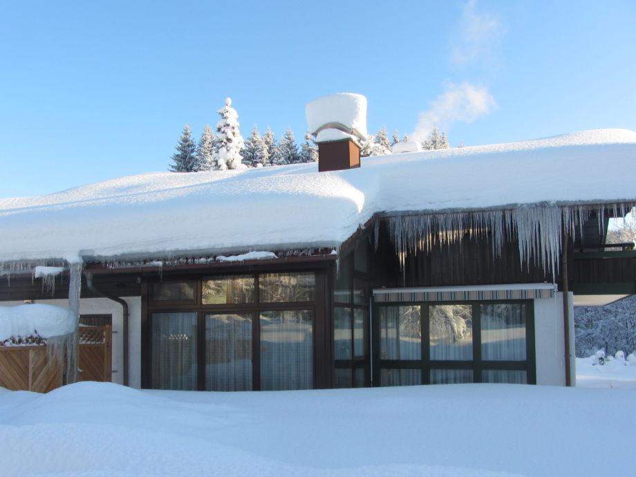 Haus im tiefen Winter
