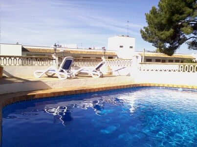 Sonniges Apartment mit Meerblick, Pool, WLAN, SAT-TV, Terasse