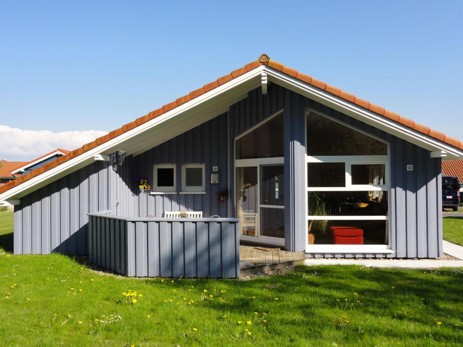 Gartenseite mit Terrasse