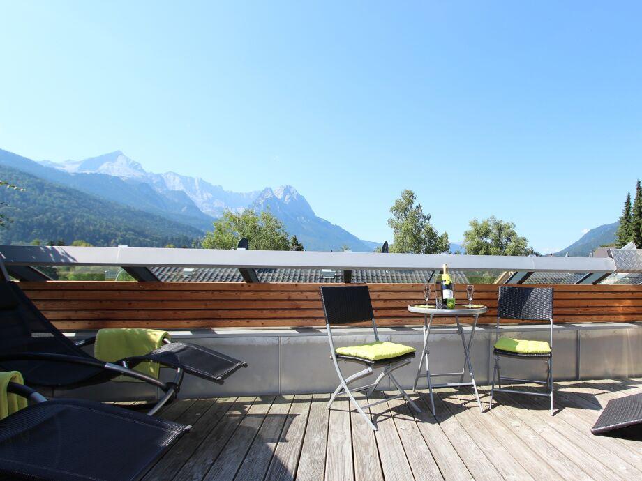 Genießen Sie die Aussicht von der Terrasse!