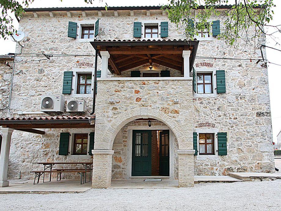 Schönes und luxuriöses Steinhaus
