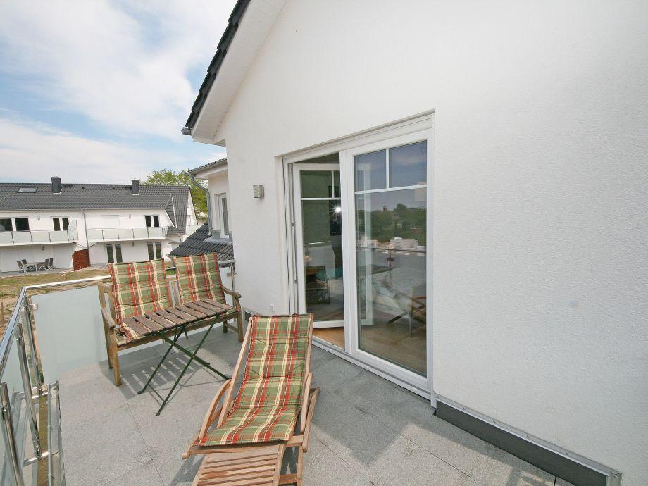 ferienwohnung 02 mit balkon terrasse im haus m we. Black Bedroom Furniture Sets. Home Design Ideas