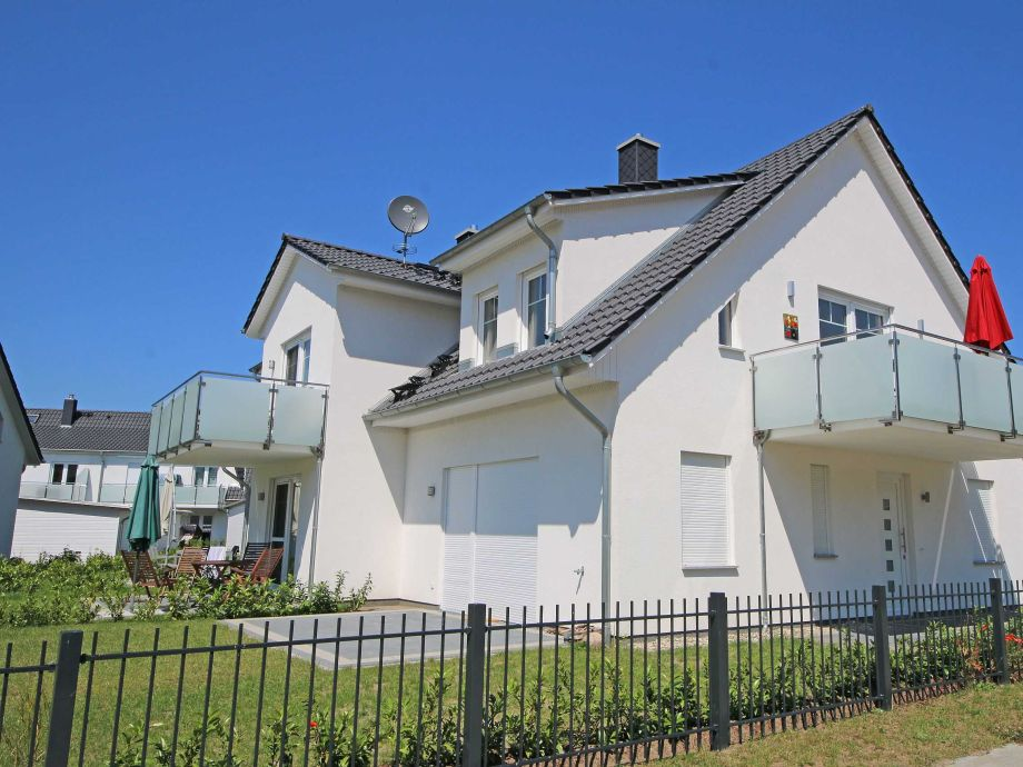 Außenaufnahme 02 mit Balkon & Terrasse im Haus Möwe