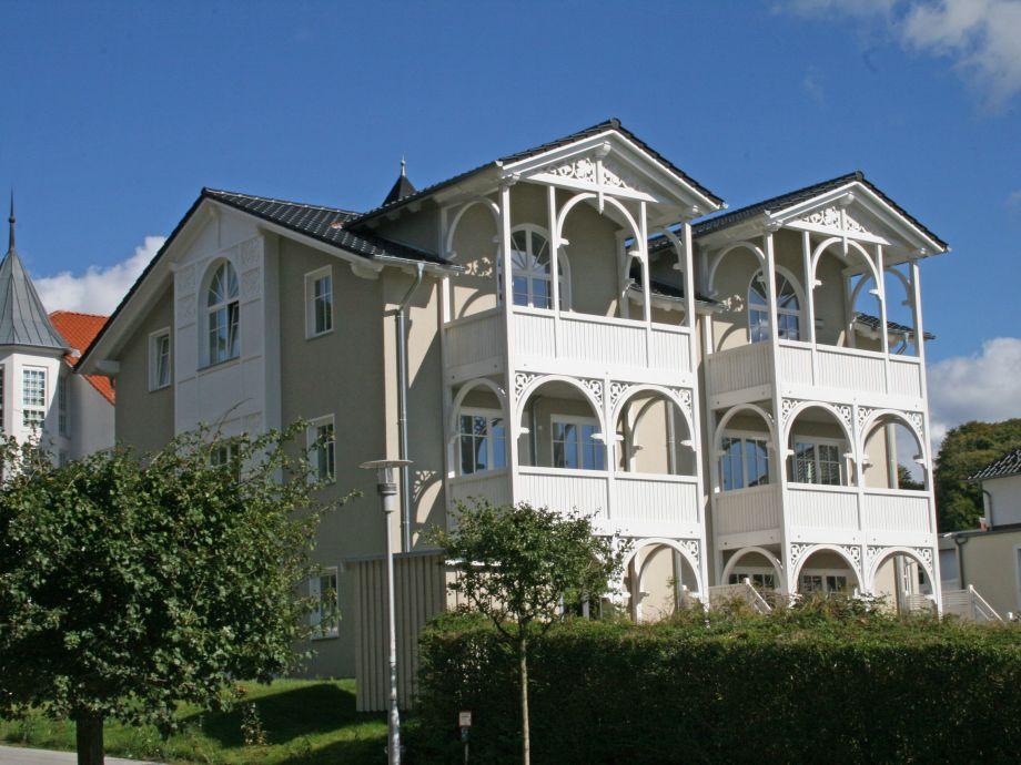 Außenaufnahme 2 Wilhelm in der Villa Wilhelmine mit Terrasse