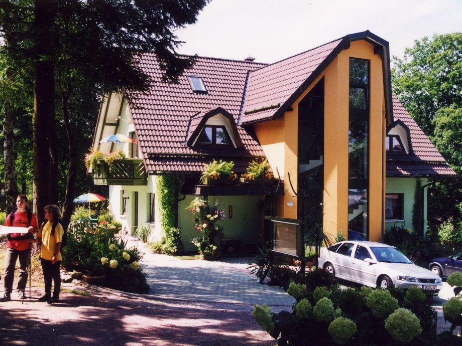 Appartementhaus im Sommer