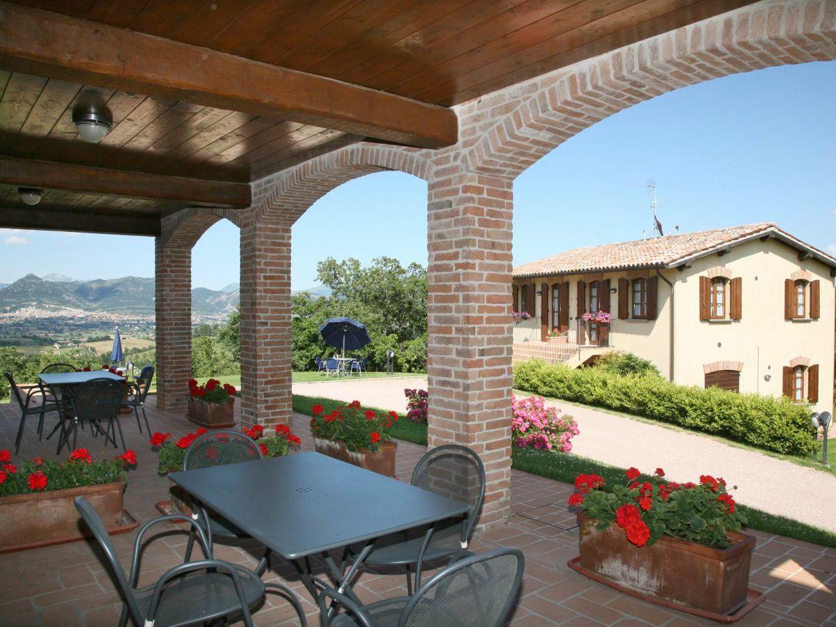ferienwohnung casa casalta mit pool bei gubbio umbrien bei gubbio firma toskana. Black Bedroom Furniture Sets. Home Design Ideas