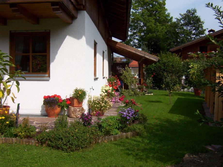Außenaufnahme zu Füßen von Schloss Neuschwanstein