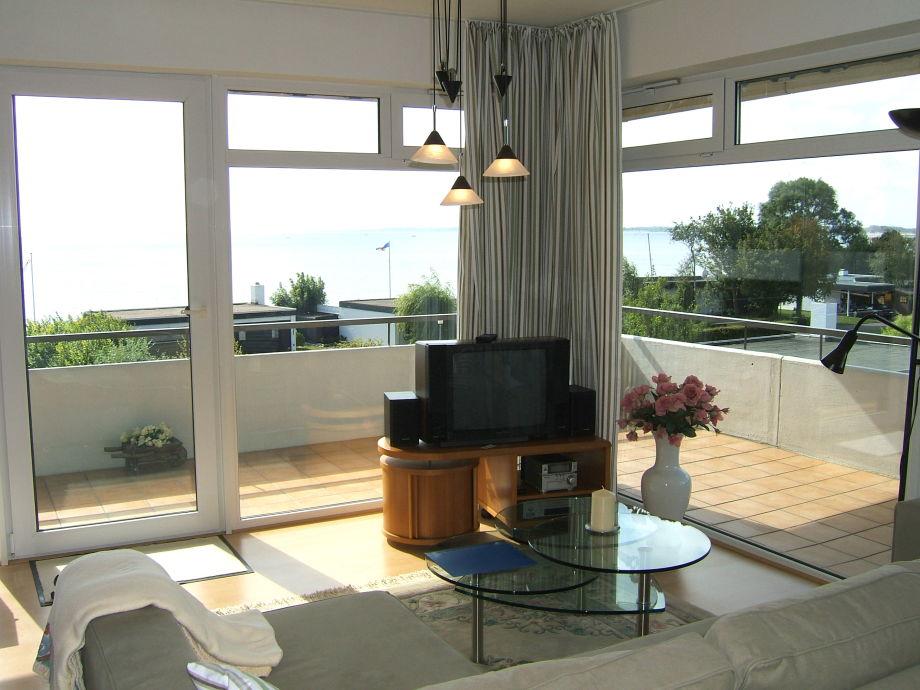 Blick vom Wohnzimmer direkt auf das Meer