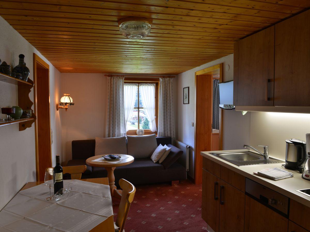 Urige Küchenzeile ~ ferienwohnung hammerspitze im bödmerhof, toplage, urige gemütlichkeit, kleinwalsertal frau