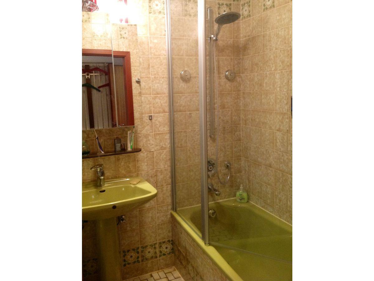 Ferienwohnung komfort wohnung deppermann ruhr metropole - Kleines bad mit wanne und dusche ...