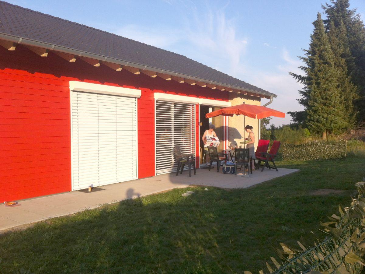 bungalow wohnen im strohhaus vulkaneifel eifel firma strohballenferienhaus familie bernd u. Black Bedroom Furniture Sets. Home Design Ideas
