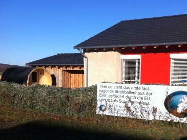 Bungalow wohnen im Strohhaus