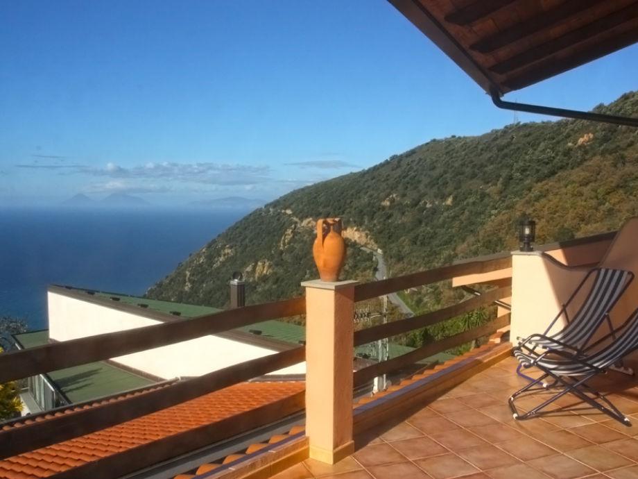 Die Terrasse mit einem einmaligen Meerblick
