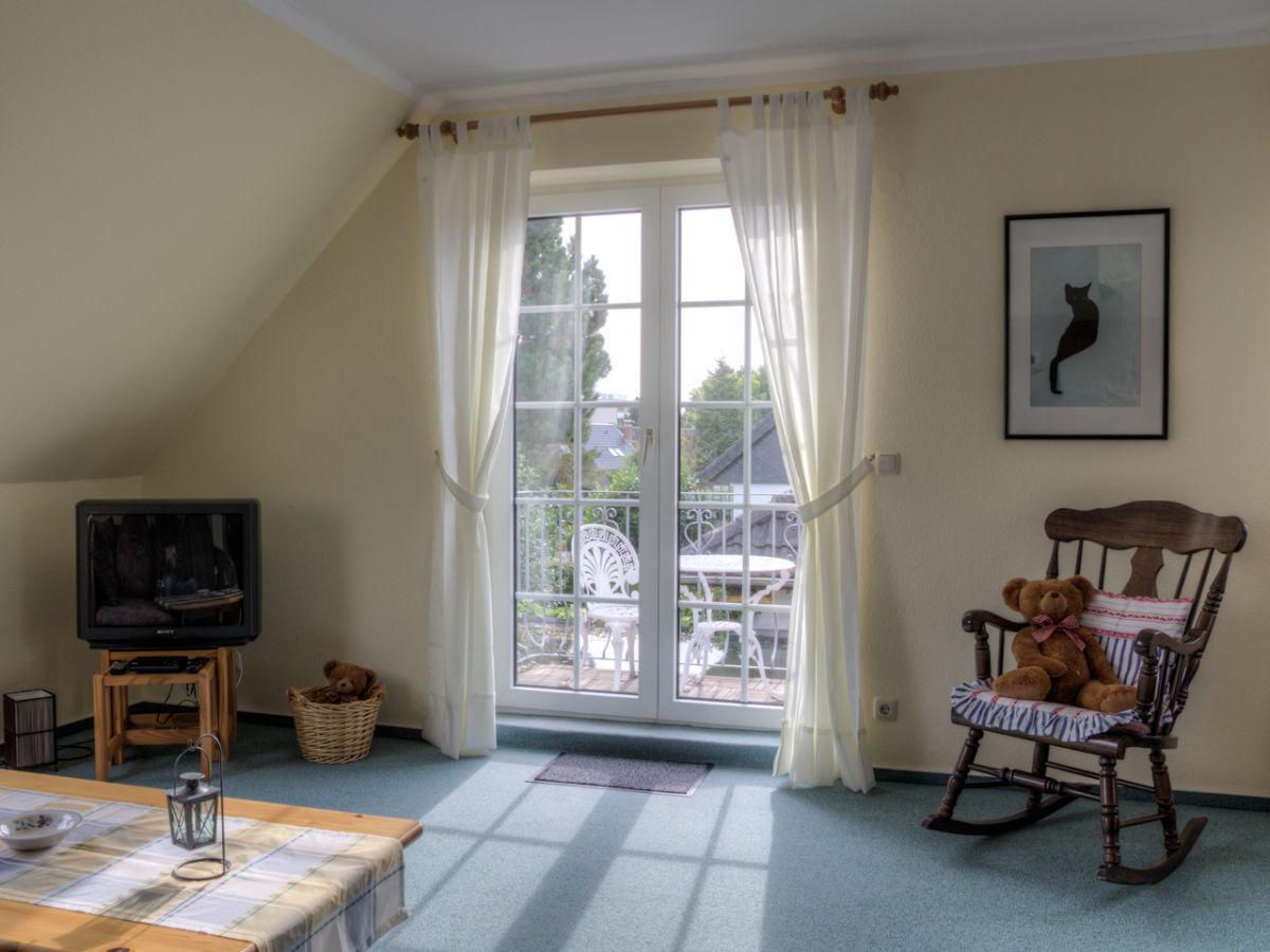 ferienwohnung seeschl chen obergescho mit balkon maasholm kappeln schlei ostsee frau. Black Bedroom Furniture Sets. Home Design Ideas