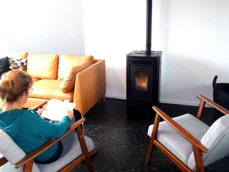 wohnzimmer ofen dekor. Black Bedroom Furniture Sets. Home Design Ideas