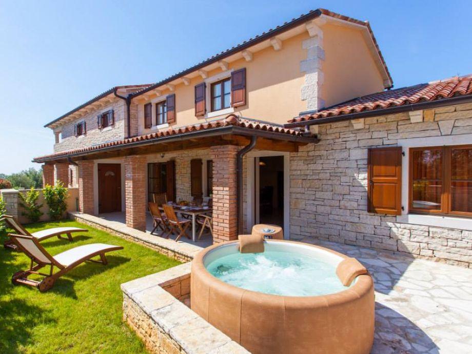 House Tila